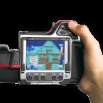 Wat gebruik je voor thermografie of thermografisch onderzoek? Wij gebruiken de Flir T-335 infraroodcamera achterzijde. Met een infraroodcamera kan je oppervlakte temperaturen weergeven zodat bijvoorbeeld energieverlies zichtbaar wordt gemaakt.